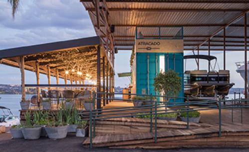 Restaurante Atracado / Mínimo Arquitetura e Design